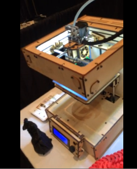 3D Printing Demonstration – 3D Printer Works Quickly and Quietly And Links Chain